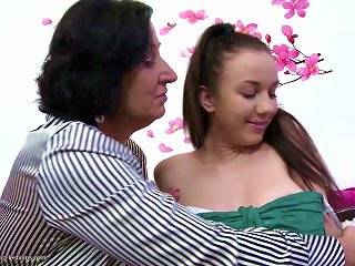 Posh Mature Mother Fucks Young Lesbo Girl Teen Video