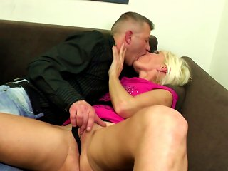 Amateur Mature Mom Suck And Fuck Young Hard Cocks Teen Video