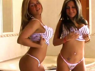 Young Gal Posing And Teasing Teen Video