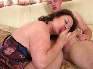 Mature Mom And Wife Seduces Young Not Her Son Teen Video