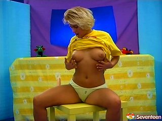Chubby Blonde With Huge Tits Playing With Her Wet Pussy Teen Video